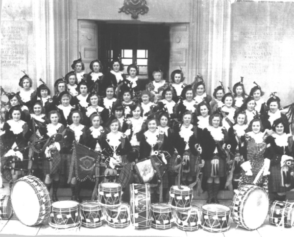 large group of the Dagenham Girl Pipers