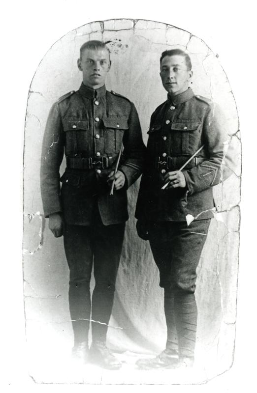 Photograph of Walter Perren and his friend Ken Rodger in uniform during the First World War